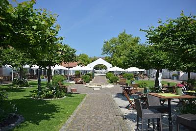 Innenhof - Hotel Schloss Reinach - Freiburg im Breisgau