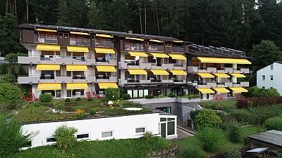 Alle Zimmer haben einen herrlichen Ausblick über d - Aparthotel Hochwald - Bad Liebenzell