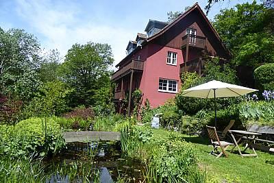 Im Garten - Ferienwohnung am Weiltalweg - Grävenwiesbach
