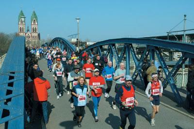 Marathon vor schöner Kulisse.