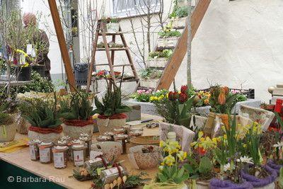 Frühlingsmarkt, florale Dekorationen.