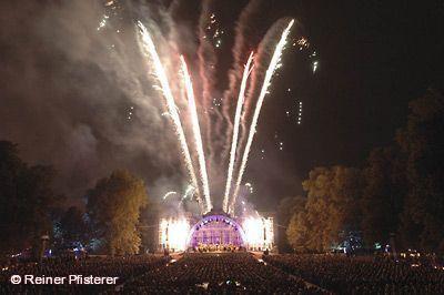 Klassik Open Air & Feuerwerk am Seeschloss Monrepos.