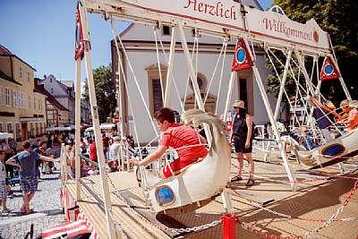 Schloss-Straßen-Fest Göppingen Schiffschaukel