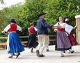 Tanzgruppe beim Backofenfest.