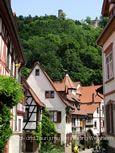 Gerberbachviertel mit Blick auf die Burgruine Windeck. © Stadt- und Tourismusmarketing Weinheim e.V.
