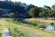Renaturierte Enz mit Burgruine. � Stadt M�hlacker