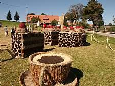 Strohskulpturen-Wettbewerb: Schwarzw�lder-Kirschtorte � Tourist-Information H�chenschwand