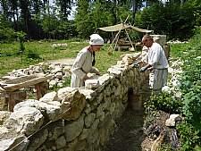 Mauerarbeiten an der Obstgartenmauer. Quelle: Tourist Information der Stadt Meßkirch