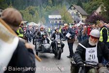 Historischer Start mit Motorrädern in Baiersbronn-Obertal.
