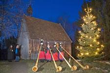Alphornbläserinnen im Freilichtmuseum Glentleiten.