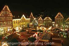 Adventsmarkt auf dem Marktplatz