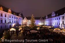 Weihnachtsmarkt auf Schloss Thurn und Taxis.