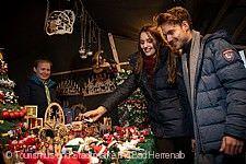 Adventsmarkt Bad Herrenalb, Paar am Stand