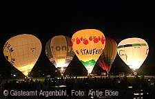 Ballone gl�hen am Himmel