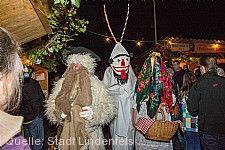 Beim Lindenfelser Weihnachtsmarkt kommen immer mal wieder die Odenwälder Sagenfiguren zu Besuch.