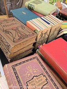 Endinger Büchermarkt_Bücherstapel