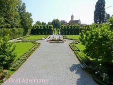 Heckengarten vor Schloss Hohenstadt
