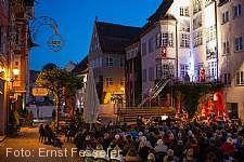 Isny Opernfestival Zuschauer vor dem Rathaus