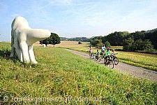 Skulpturenradweg Bauland / Odenwald, Elisabeth Howey: Glück unterwegs auf der Suche nach